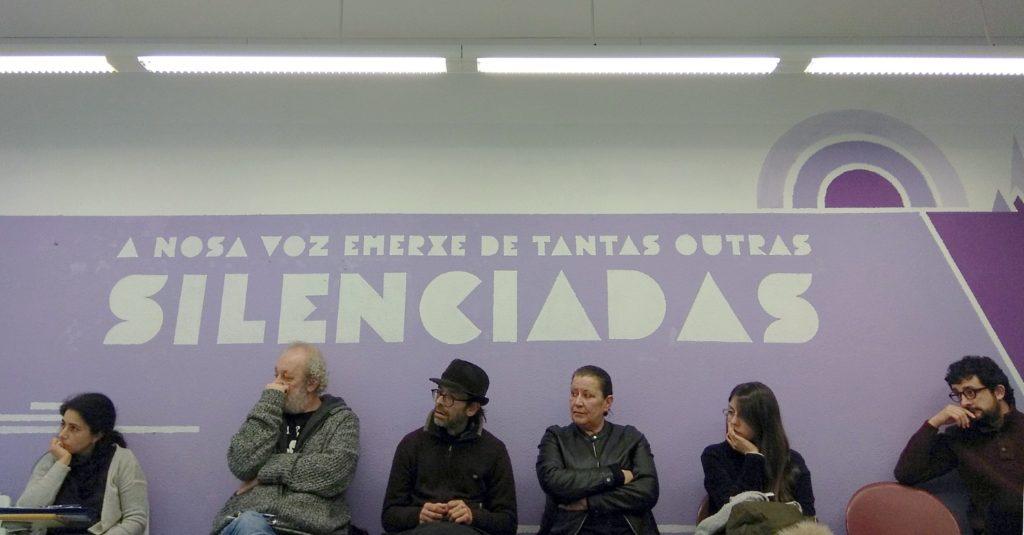 Reunión de activistas sociais en Compostela para discutir modos de enfrontar a represión de liberdades e dereitos.