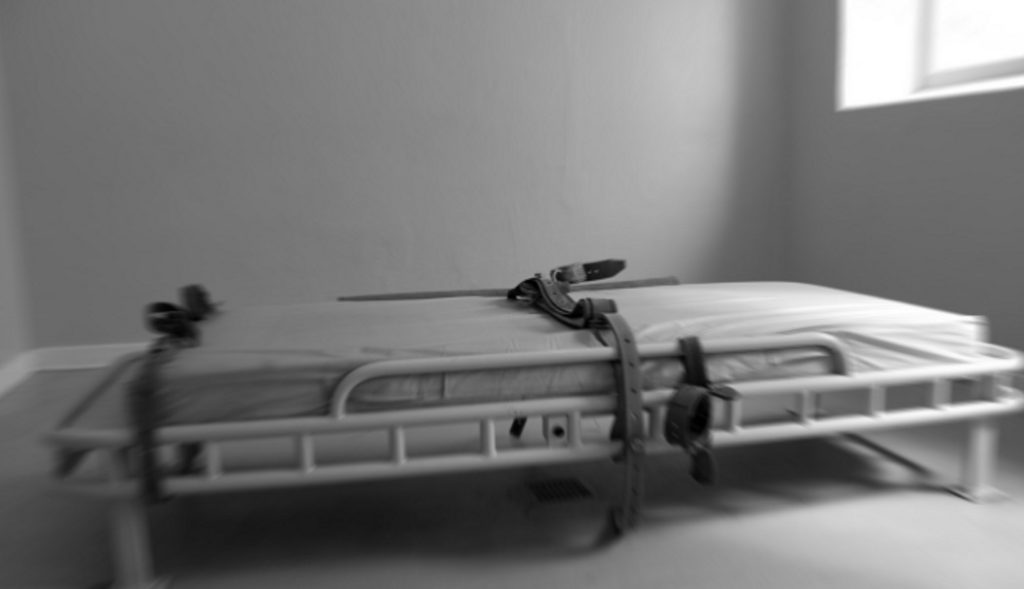 Reportaxe sobre contencións mecánicas en saúde mental. Testemuños: Alfredo, Francisco e Mercedes, entrevistados na Coruña.