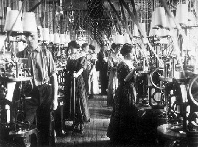 Fotografías da 'revolución industrial'. @History Crunch @The Canadian Encyclopedia e @www.flocabulary.com